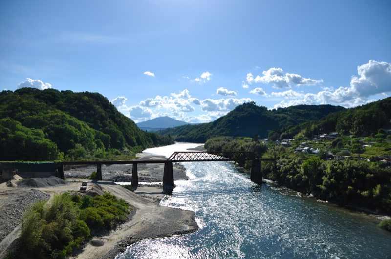 雨上がりの夏の空、玉蔵橋からの風景。  border=