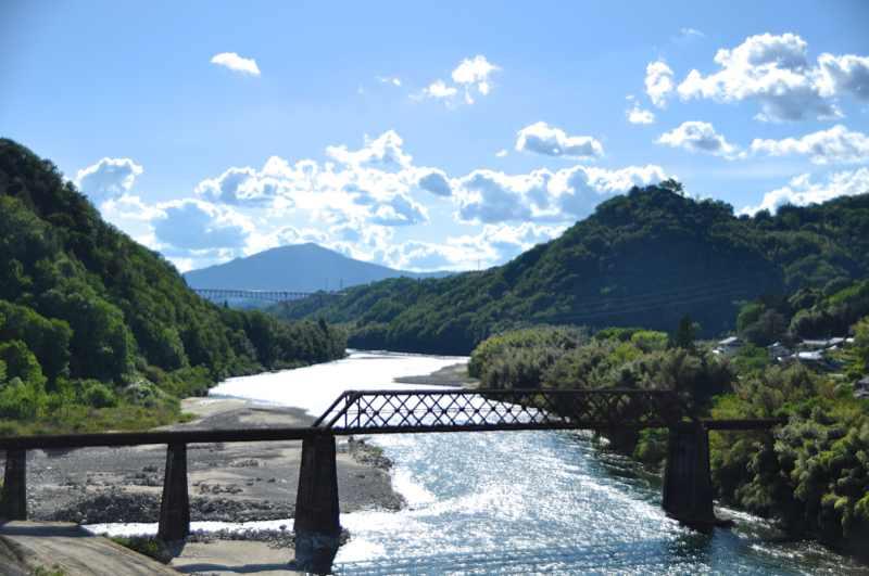 雨上がりの夏の空、玉蔵橋からの風景。