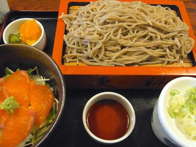 美味しいお昼ごはん  盛りそば+神坂紅鱒の漬け丼セット