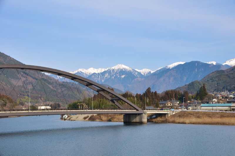 読書ダム湖からの木曽駒連峰