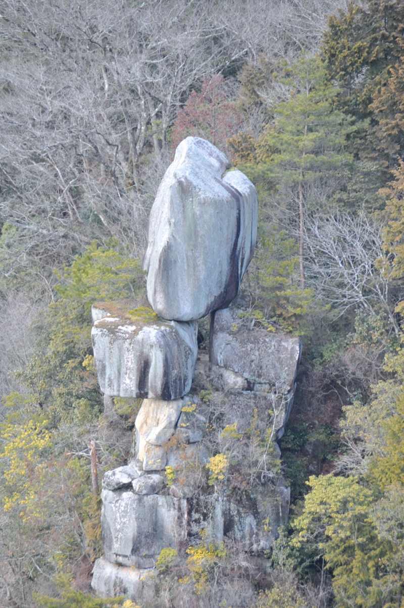 中津川 HOT SPOT「品の字岩」