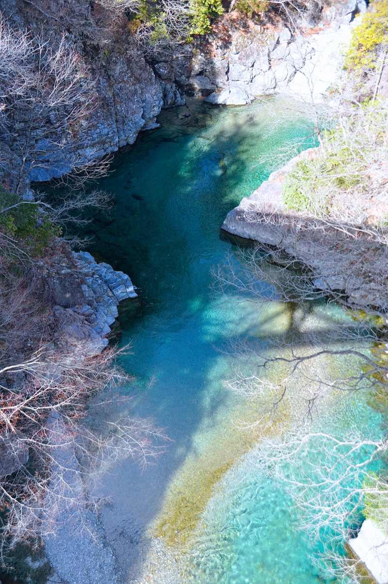 冬の水鏡 付知峡攻め橋