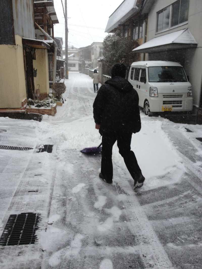 今年初の雪かき真っ最中‼  border=