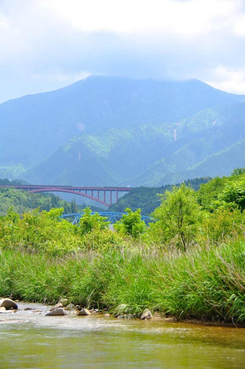 梅雨晴れの恵那山 落合川村瀬橋付近から