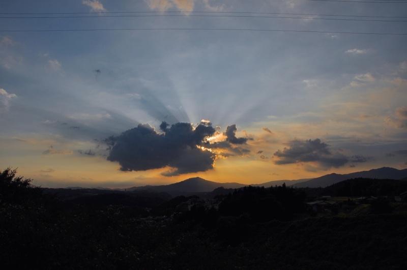 何に見えますか? 笠置山の上にドッカリ。 border=