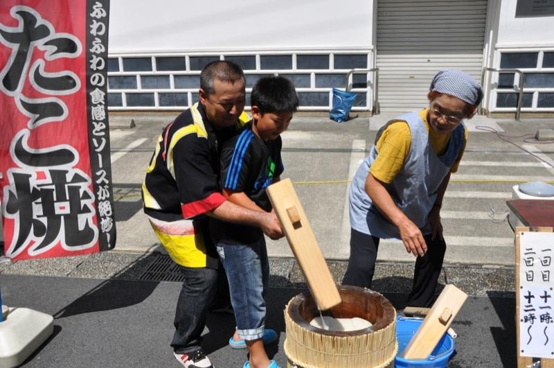 明日(11/3)は中津川六斎市、餅つきやります。