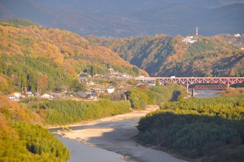 錦秋の木曽川-2