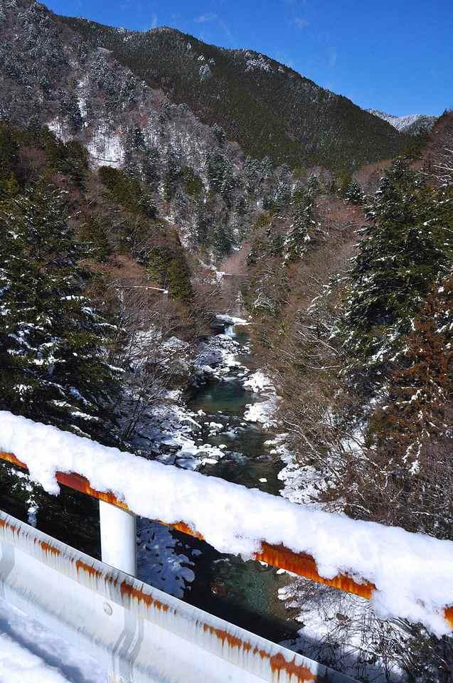 本谷に雪が降ったー  border=