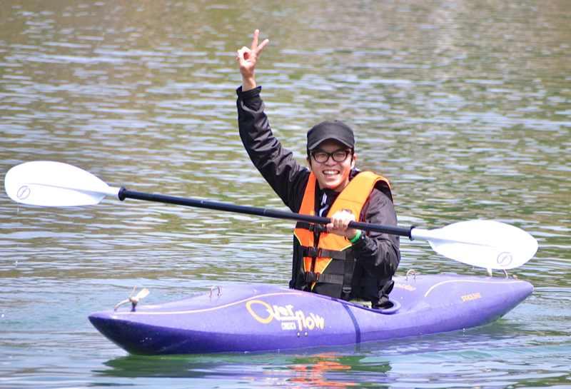 カヤックに初トライ「おもろかった〜!」中津川市椛の湖
