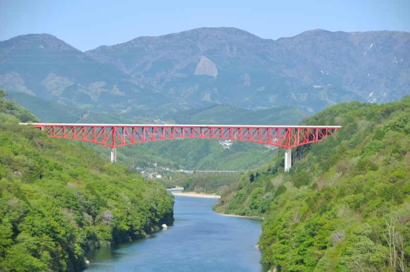 新緑萌える大河木曽川