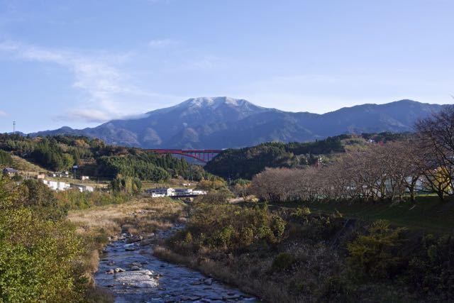 恵那山に雪が積もった。