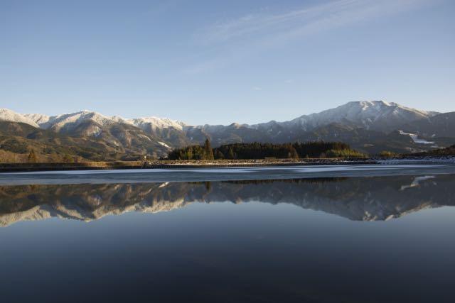 静かです、この静寂と神秘的な「逆さ恵那」の景色を貴方に。