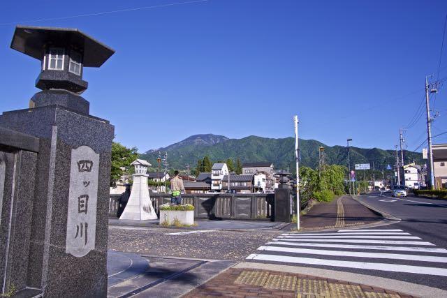中山道中津川宿四ッ目川橋からの百名山「恵那山」