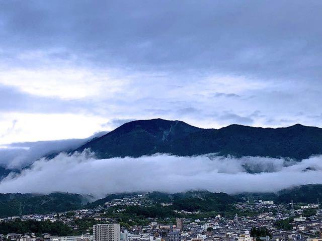 雨上がりの恵那山。