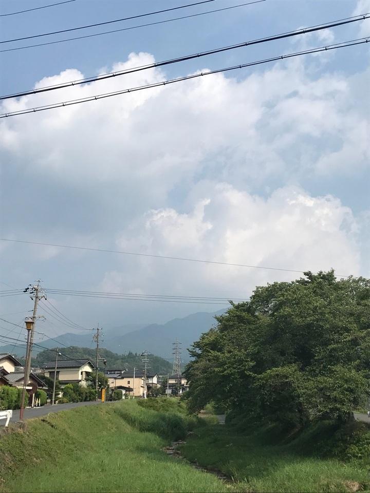 隠れる恵那山。