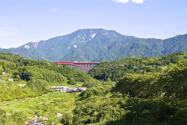 恵那山と赤い大橋