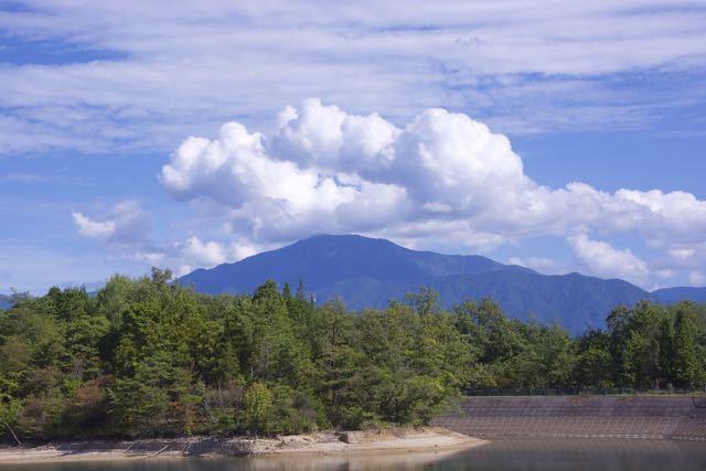 恵那山上空に奇妙なドーナツ雲
