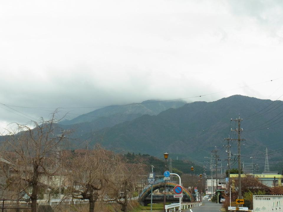 恵那山と厚い雲 border=