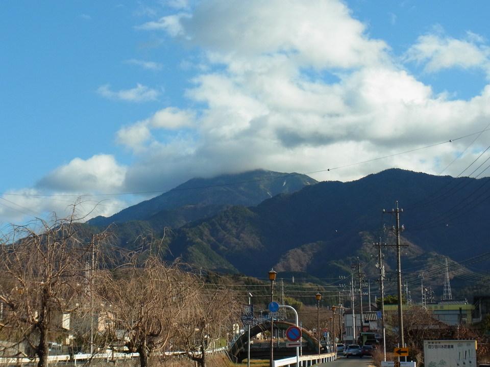 のどかな青空の恵那山