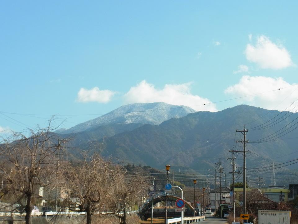 ほんのり白い恵那山