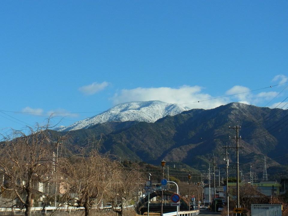 きれいな雪化粧の恵那山 border=