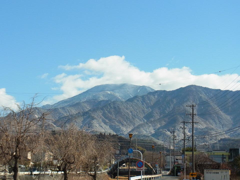 前山も一緒にほんのり雪化粧