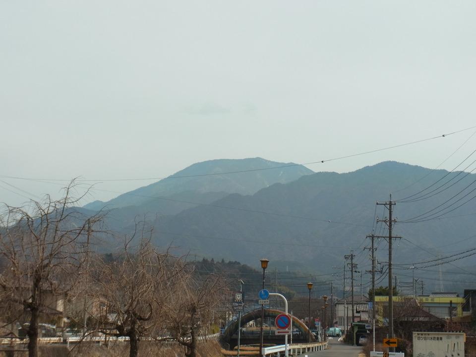 曇っていますが恵那山見えました