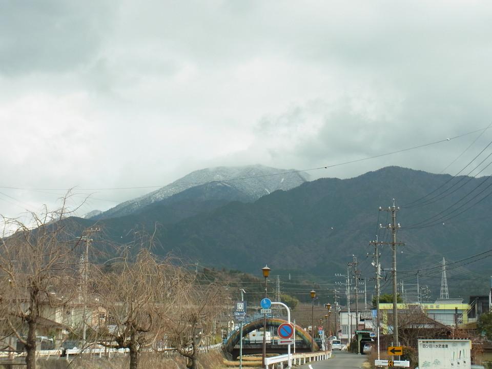 恵那山は雪で白くなっていました