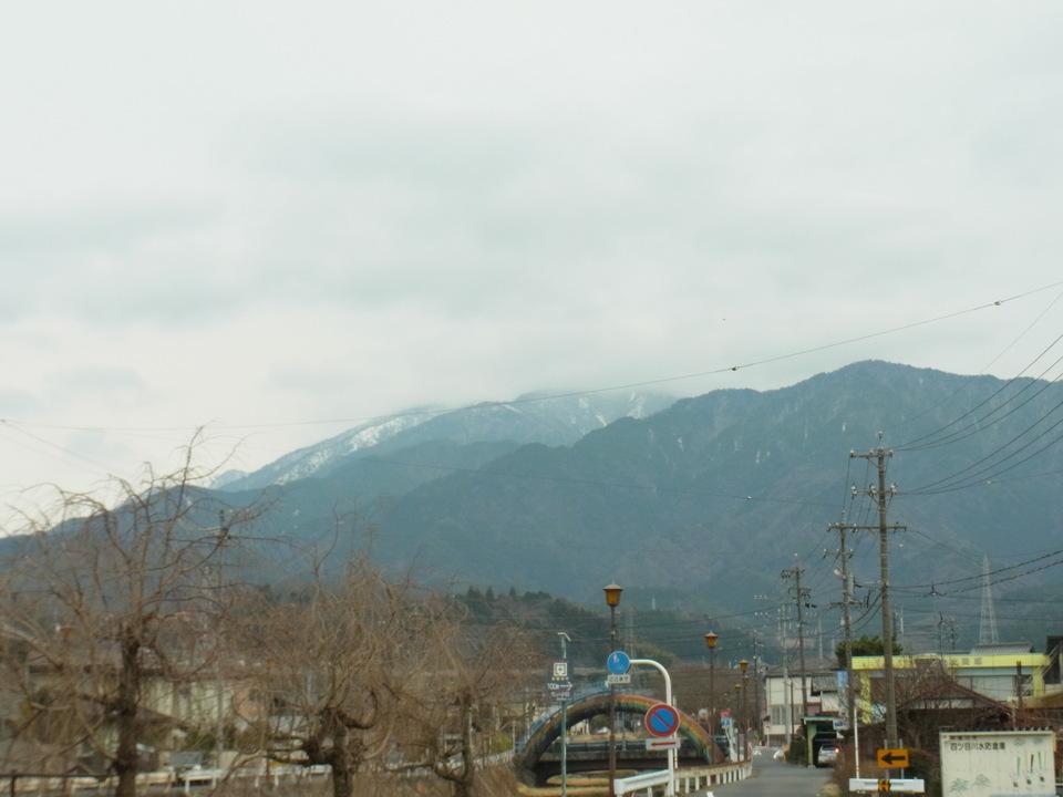 どんより雲の下の恵那山