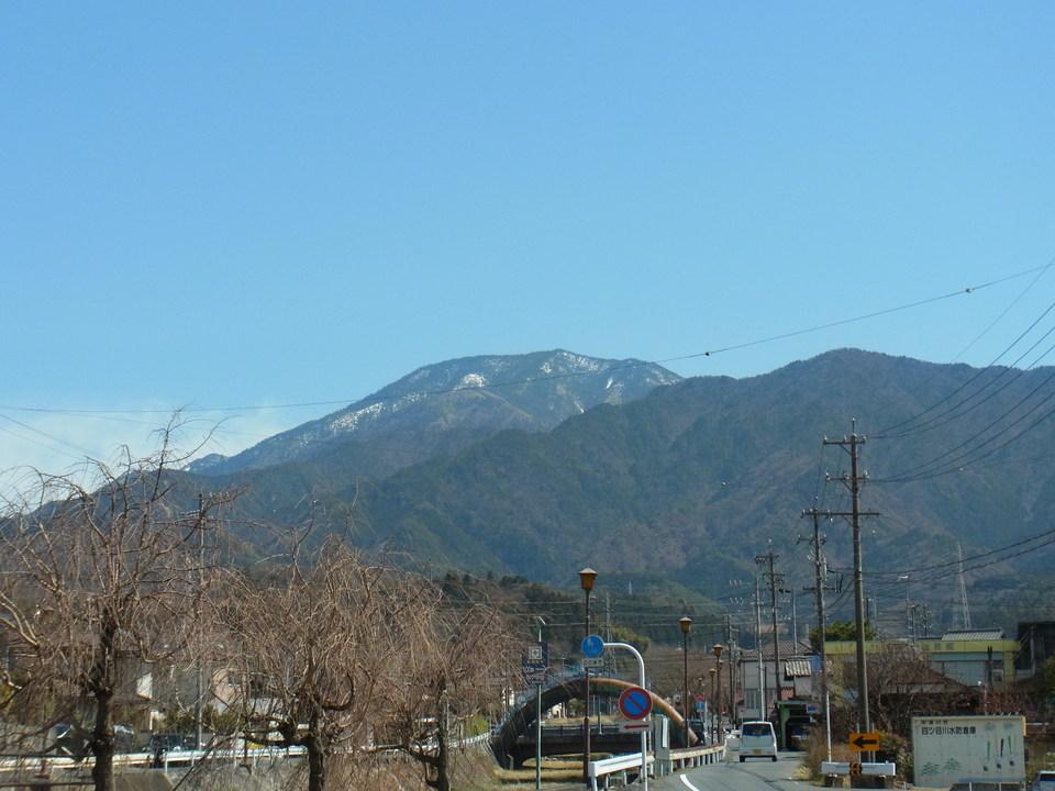 雪が少し残る恵那山 border=