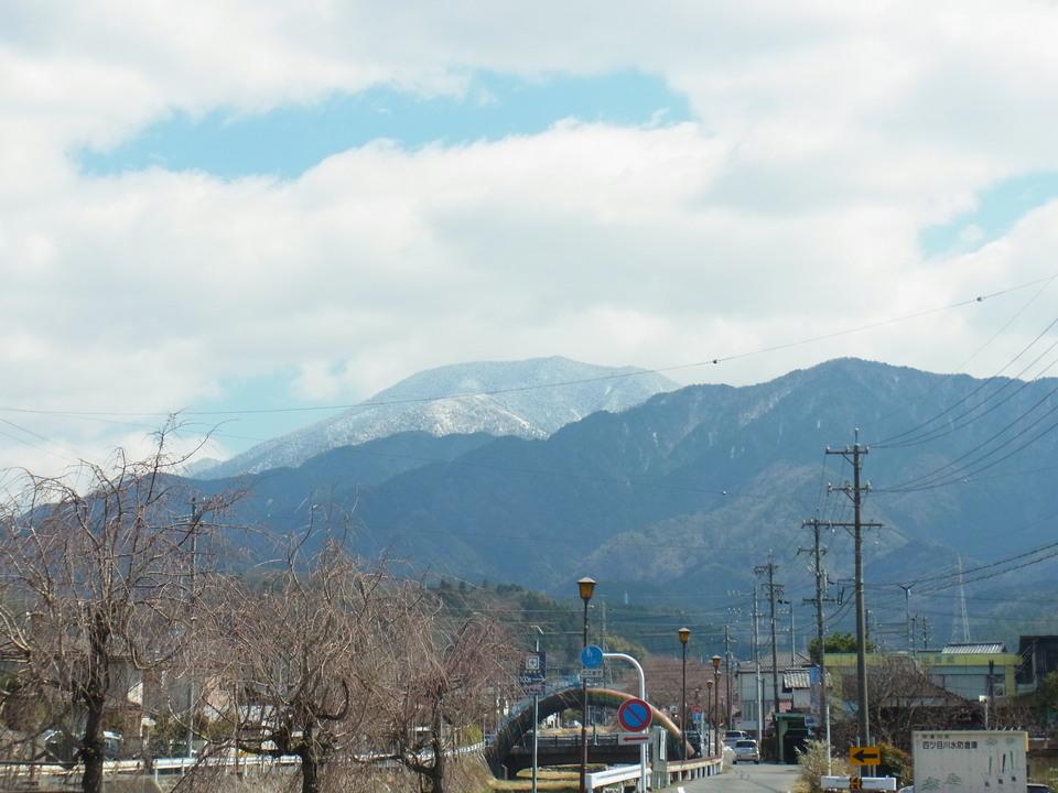 風が強く寒い日の恵那山 border=
