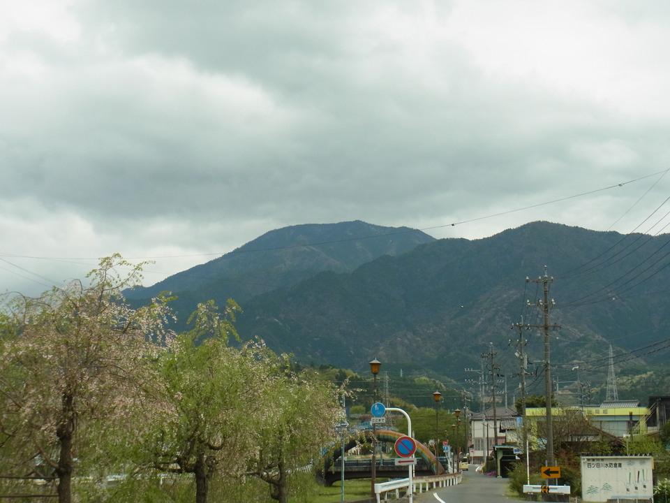 「昭和の日」の恵那山 border=