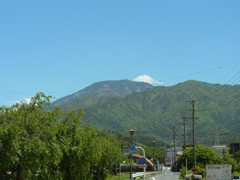 ジリジリ日射しの日の恵那山