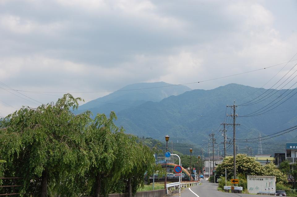 遠くに見える恵那山
