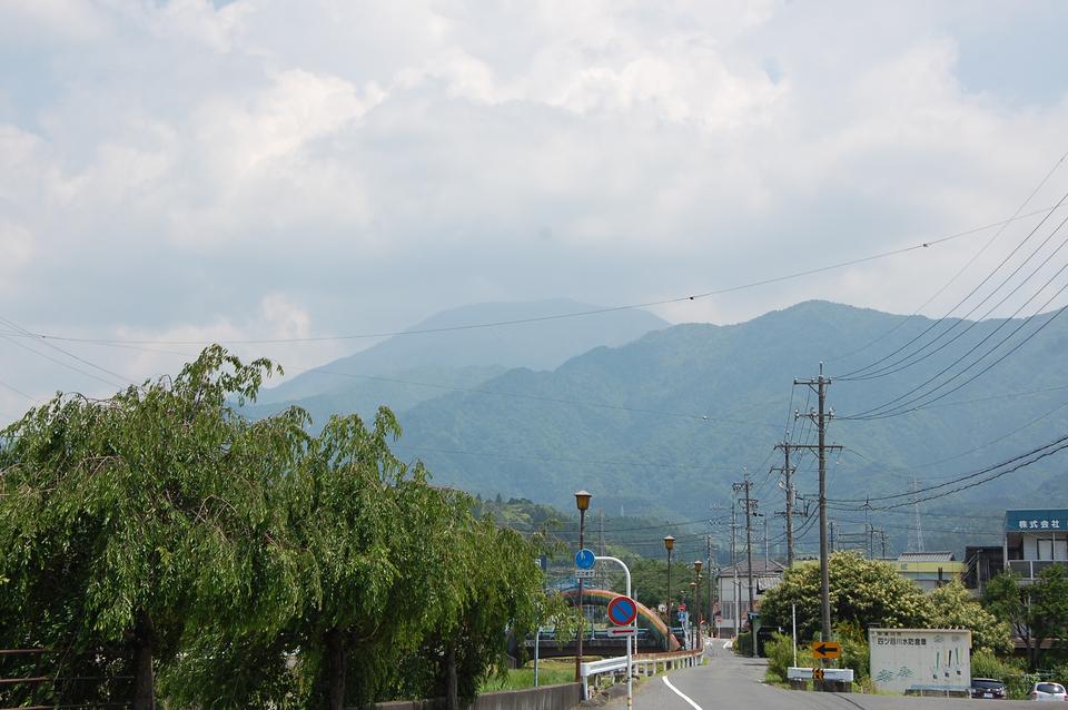 今日も霞んでる恵那山です
