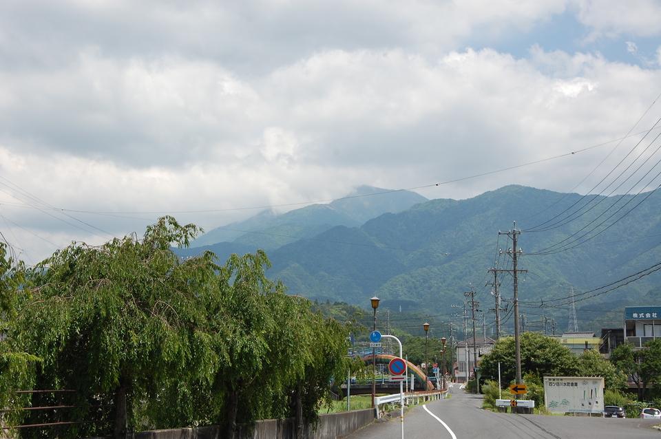 雲が少しかかった恵那山
