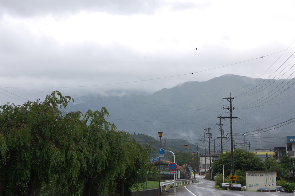 強い雨音と雷の音が聞こえる日 border=