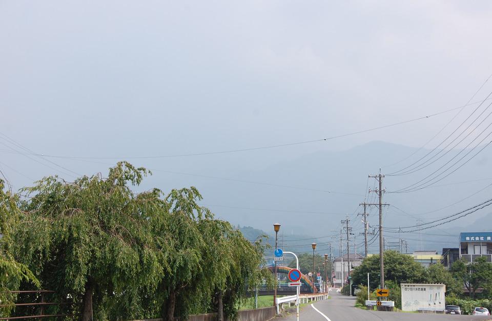 恵那山の薄暗い雲が・・・