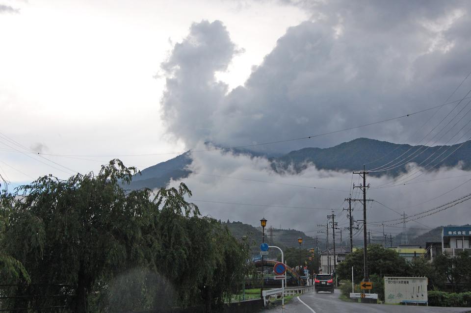豪雨、雷、青空 border=