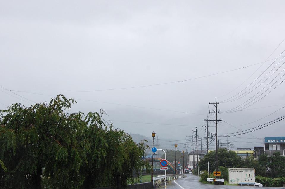強い雨が降る日の恵那山 border=