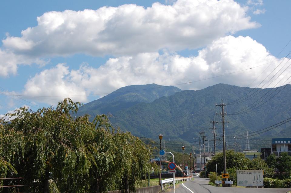 気持ちの良い青空と恵那山