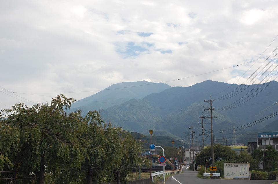 曇りですが、恵那山見えました! border=