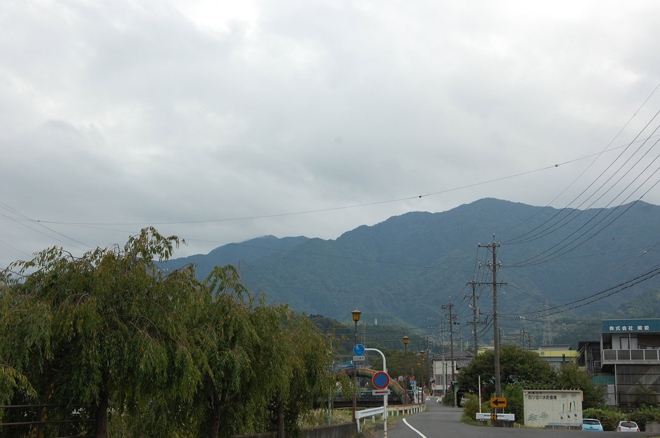 恵那山は雲に隠れています