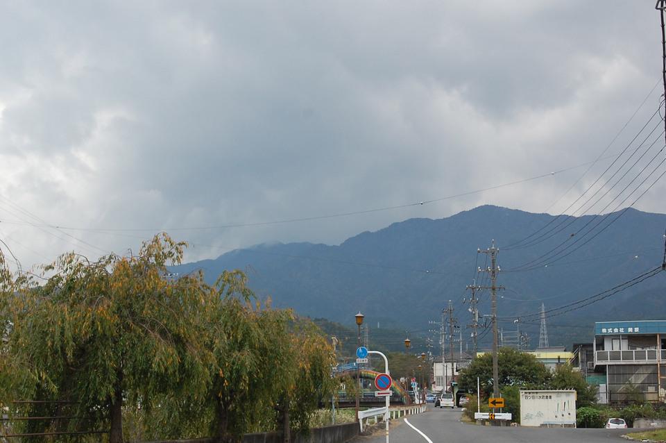 薄暗い雲の向こう border=
