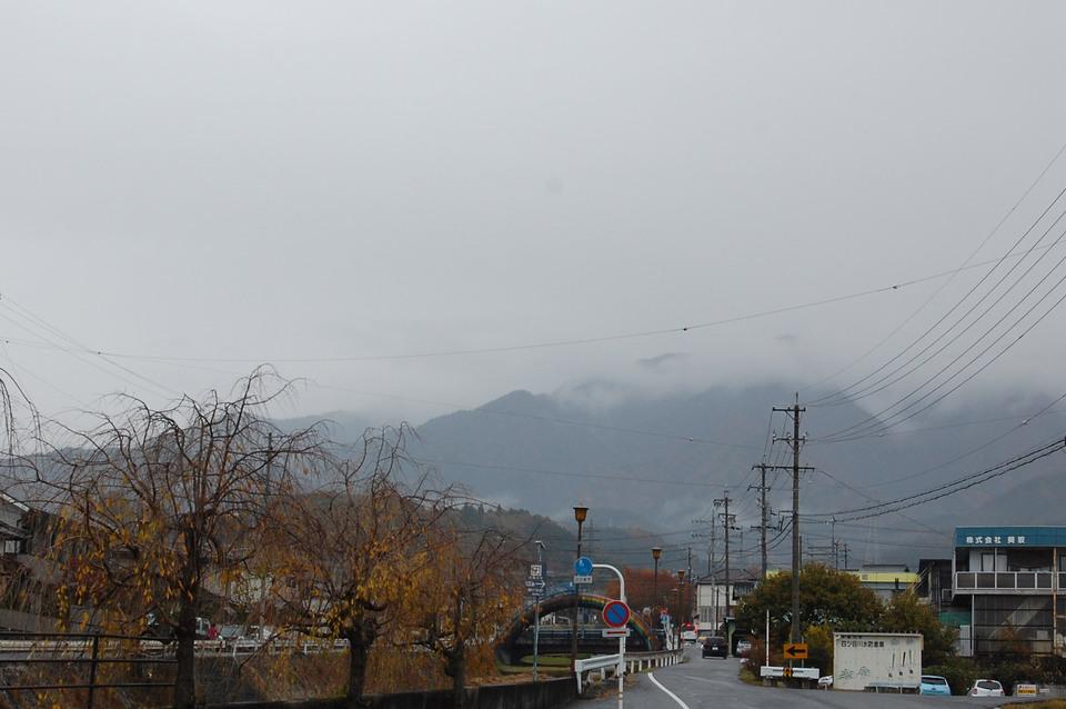 恵那山は雲に覆われています