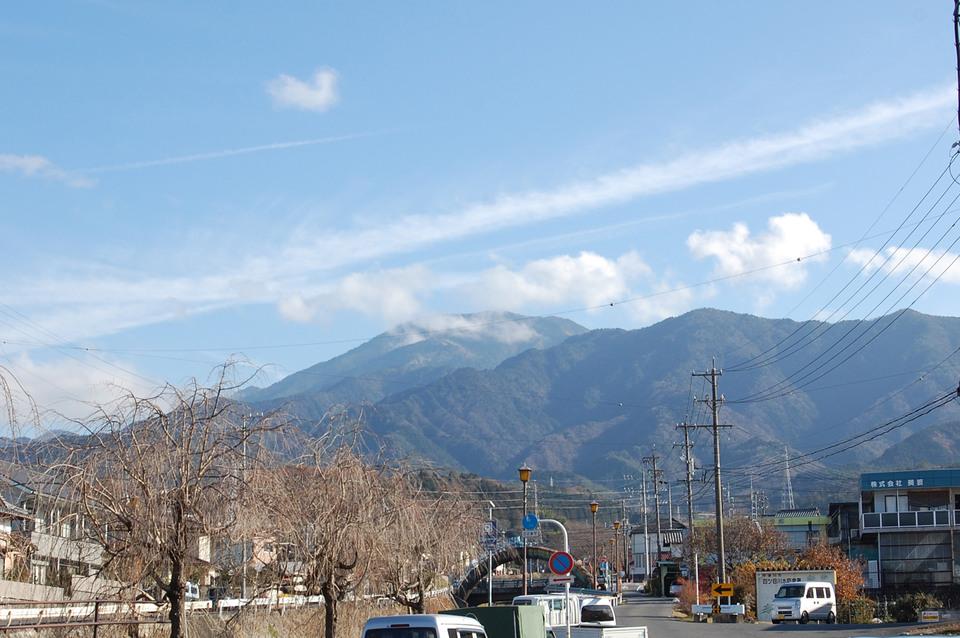 飛行機雲と恵那山