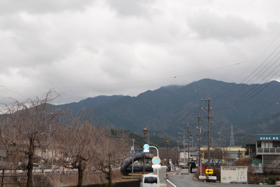 雨のち曇り border=