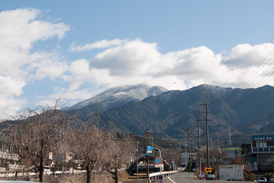 ぽかぽか陽気と雪化粧の恵那山