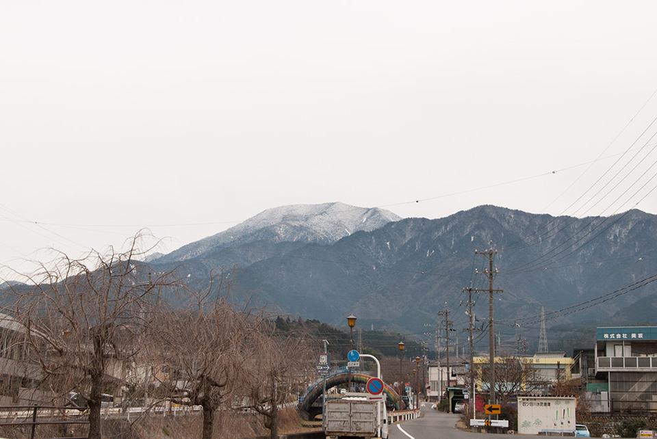 雪化粧のままの恵那山