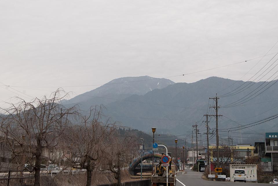 雨が降りそうな寒い日の恵那山 border=